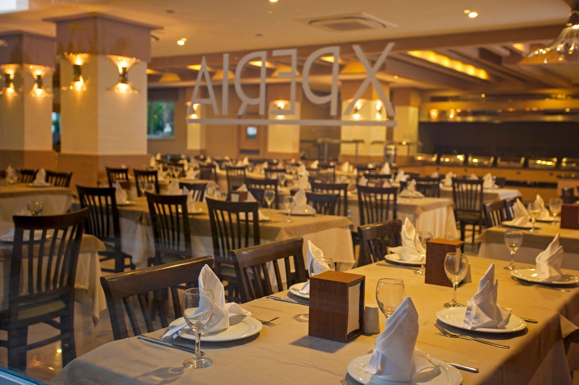艾斯百麗雅薩萊海灘飯店