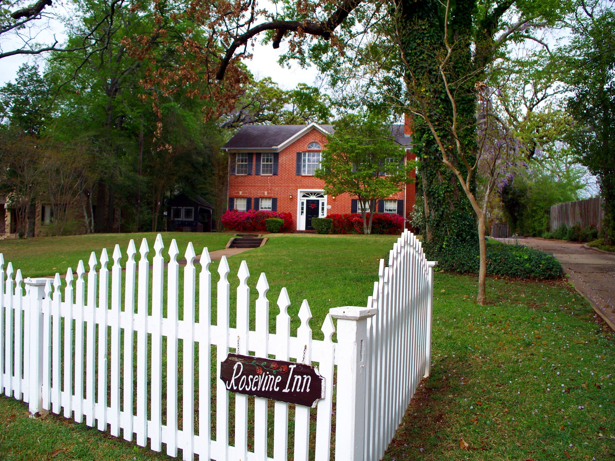 Rosevine Inn Bed & Breakfast and Extended Stay Lodging