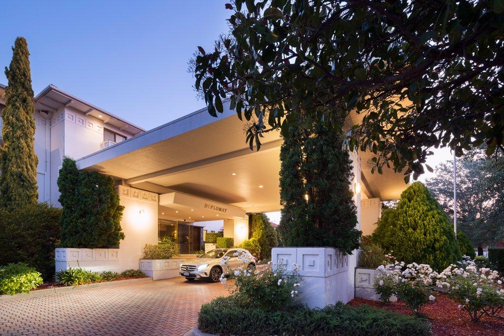 โรงแรมดิโพลแมท