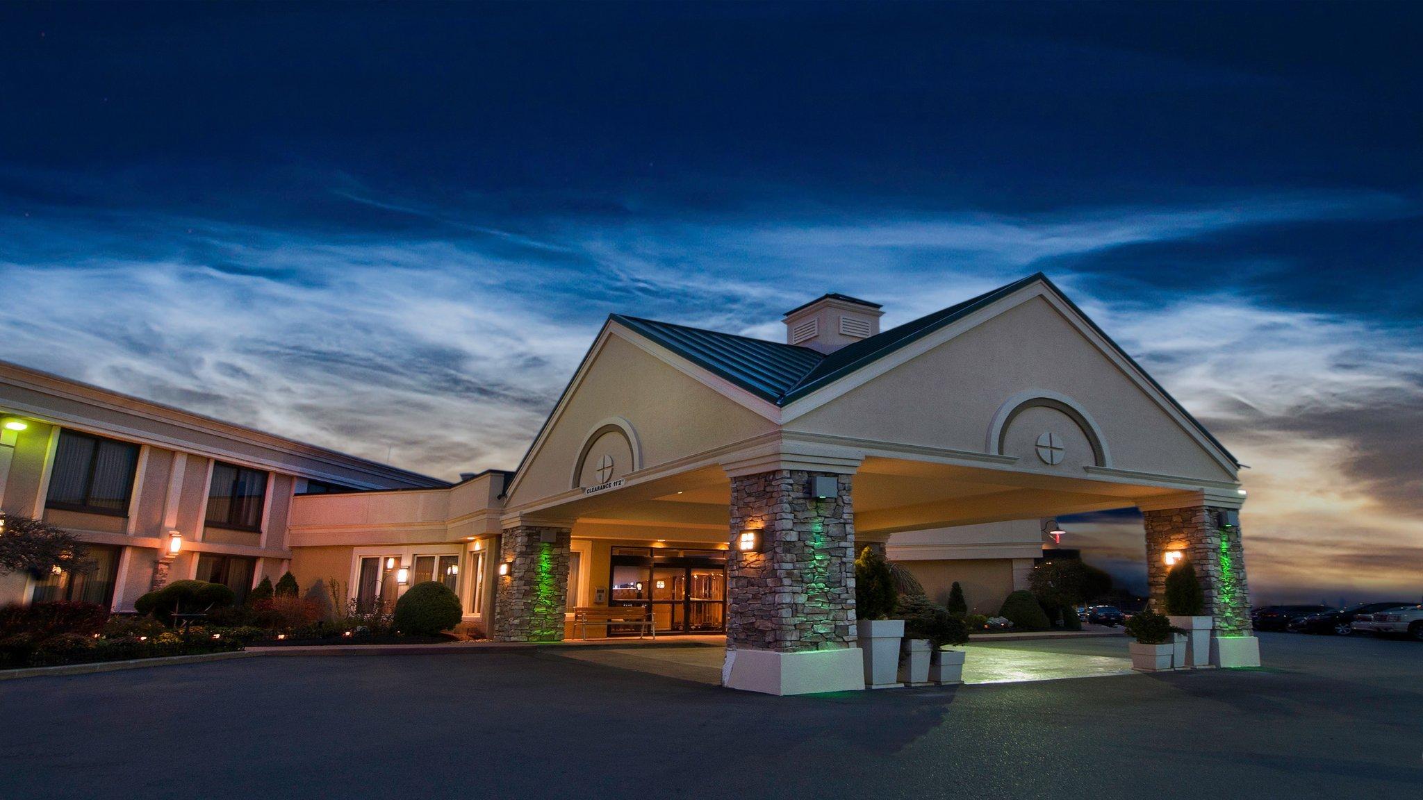 布法羅國際機場假日酒店