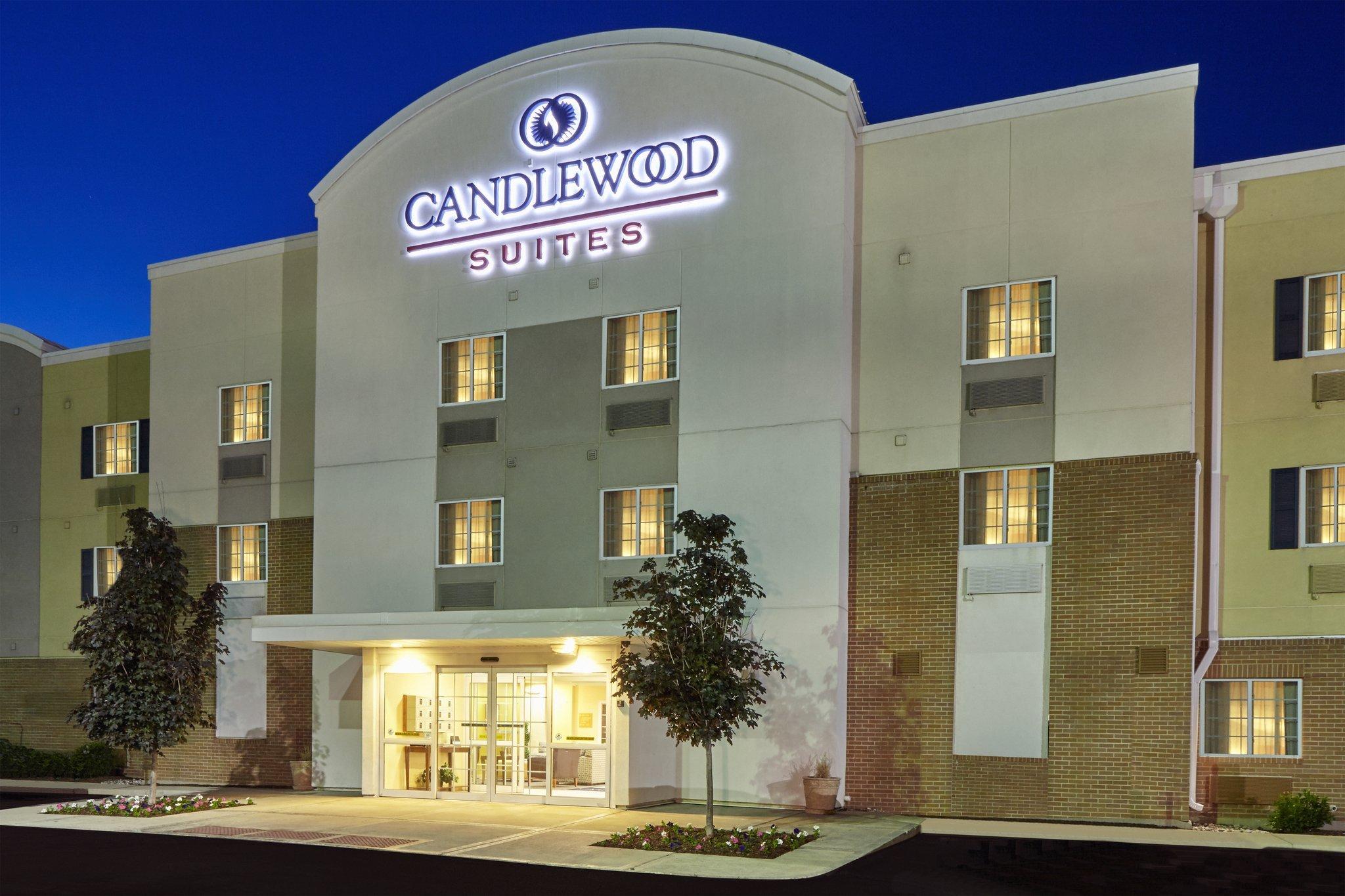 キャンドルウッド スイーツ オーロラ ネーパーヴィル ホテル