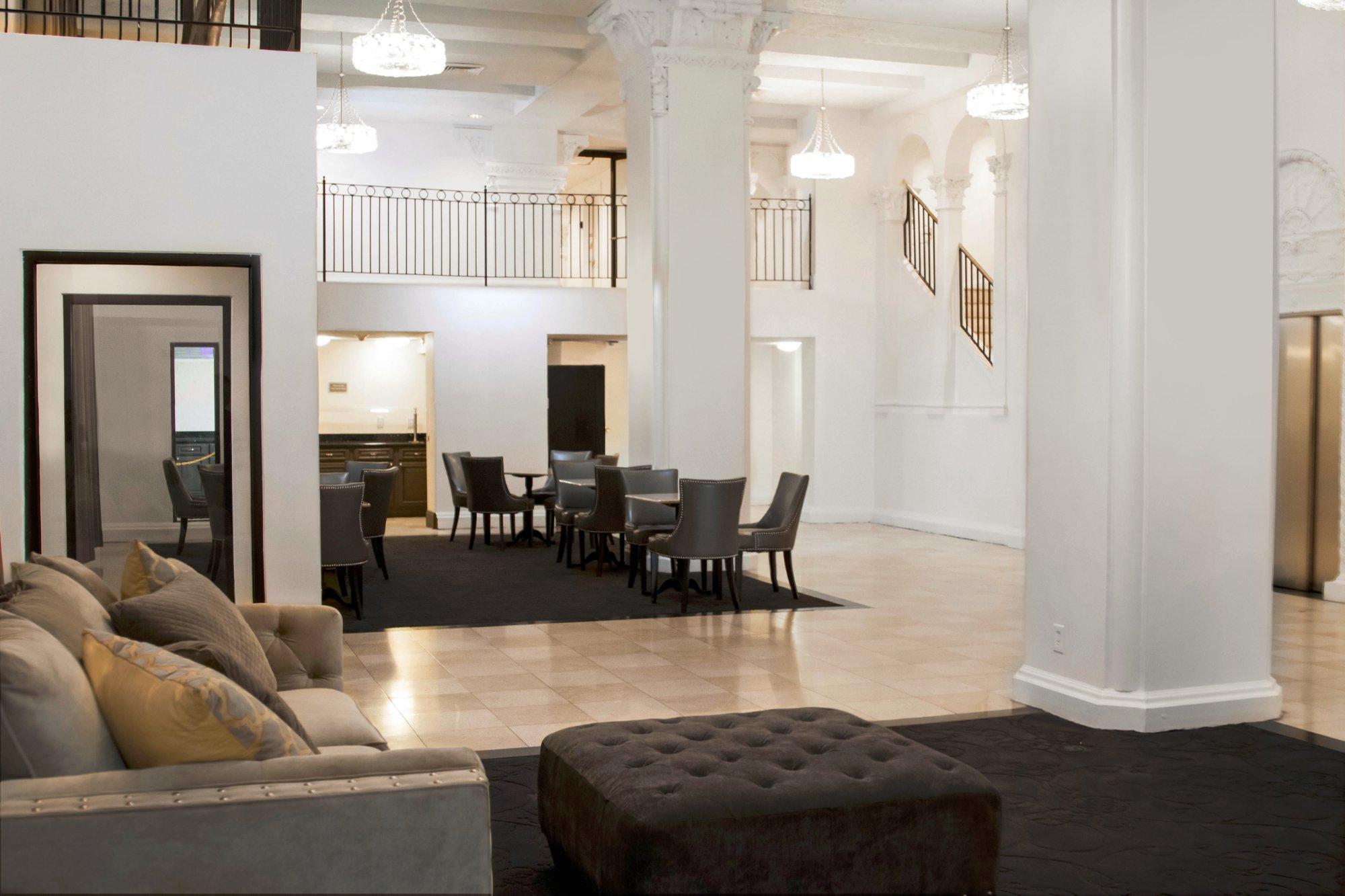 新奧爾良克拉麗奧旅館及套房飯店