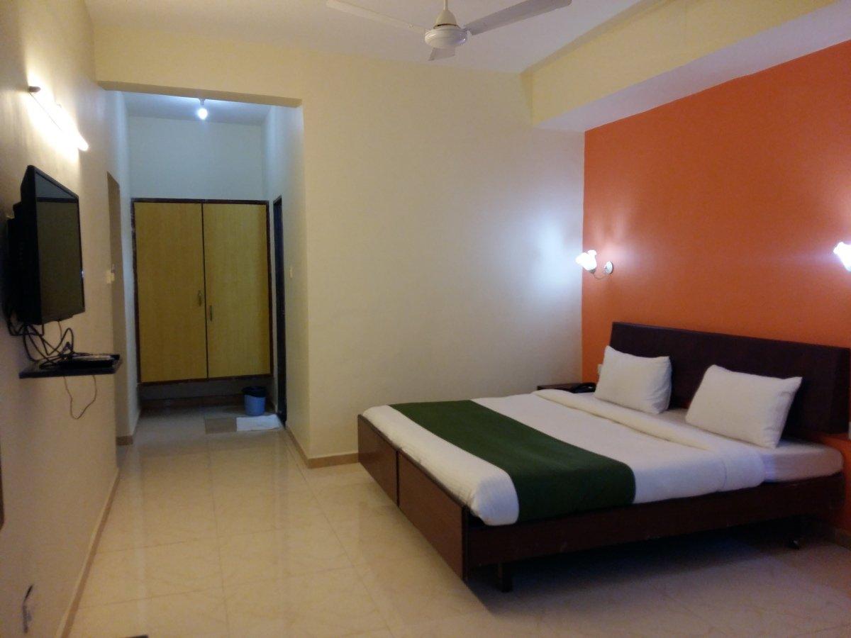 Lion's Den Hotel