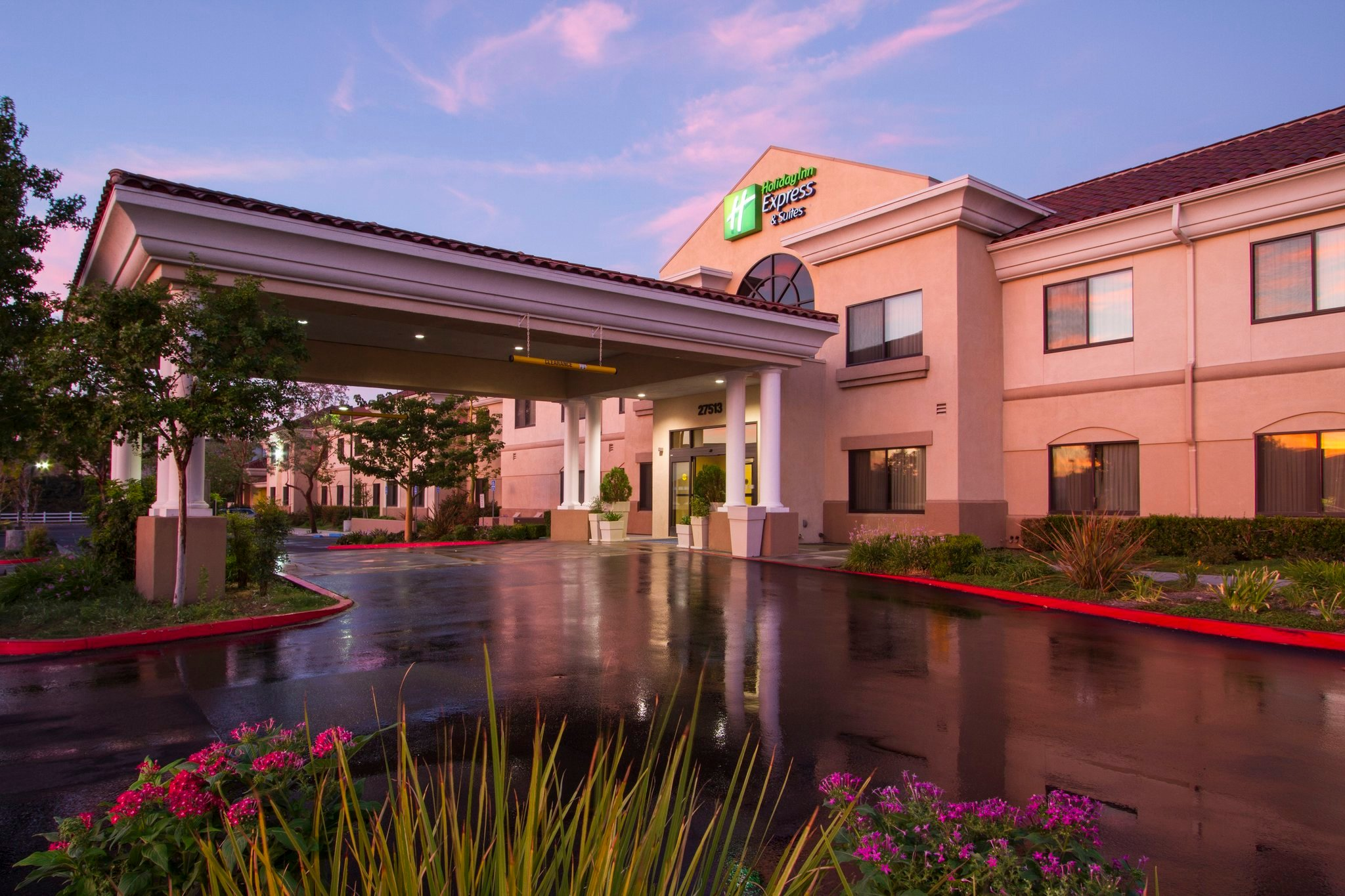 ‪Holiday Inn Express Hotel & Suites Santa Clarita‬