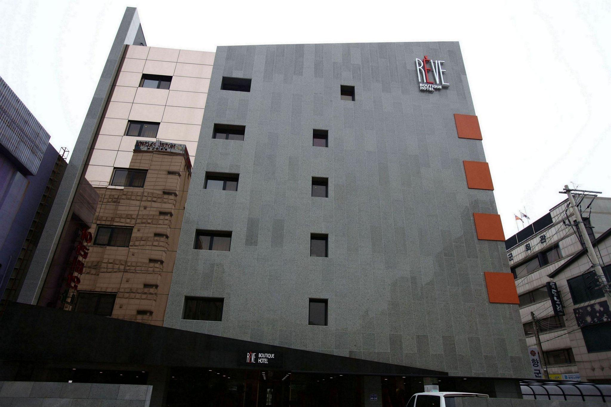 Reve Hotel