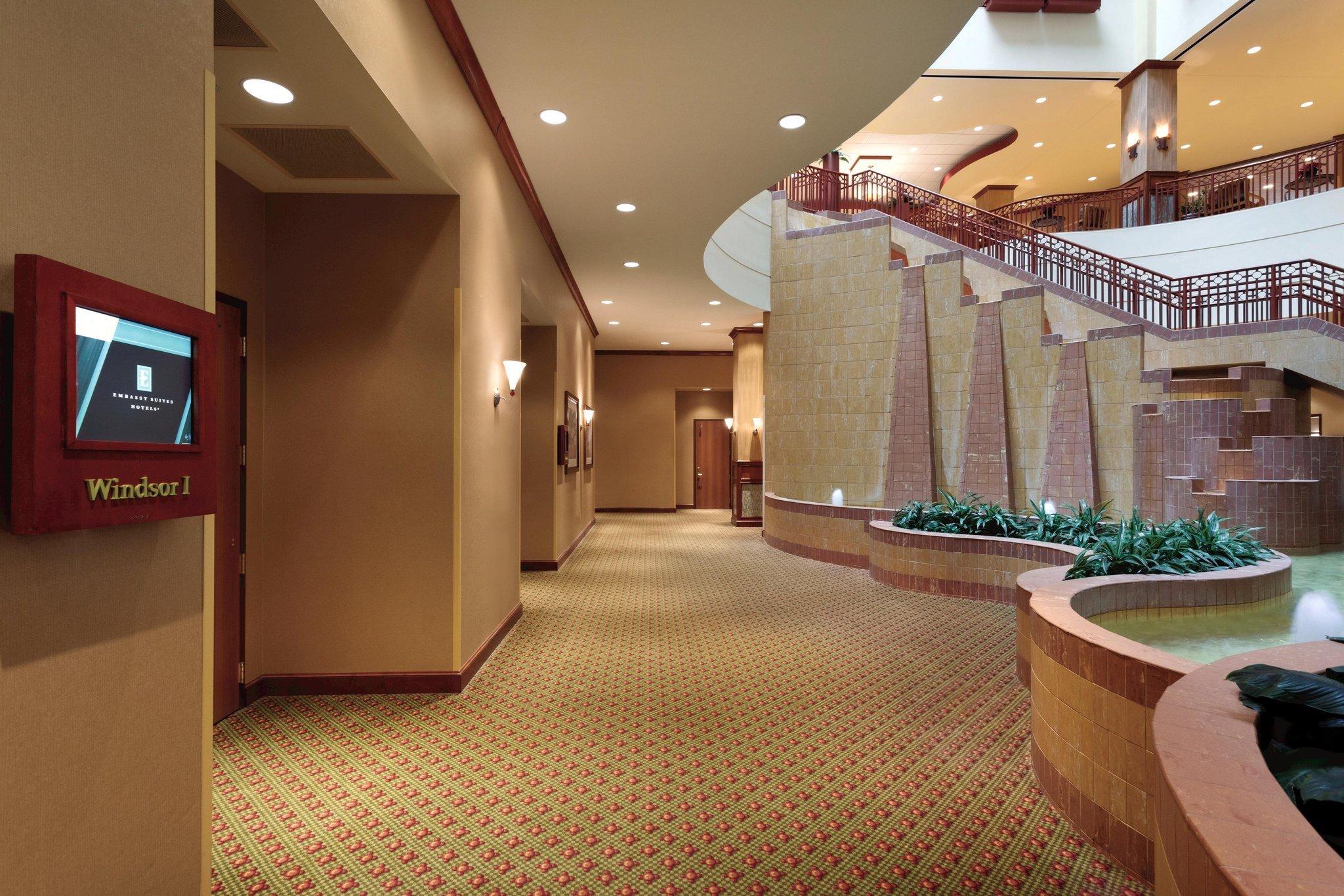 聖路易斯 - 聖查爾斯大使套房飯店