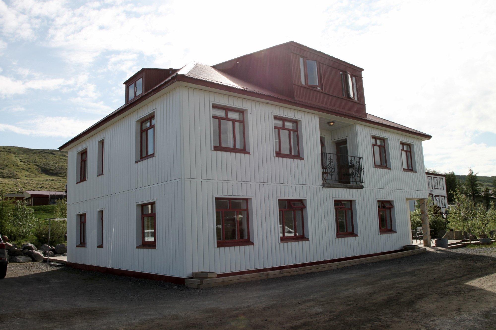 Storulaugar Guest House