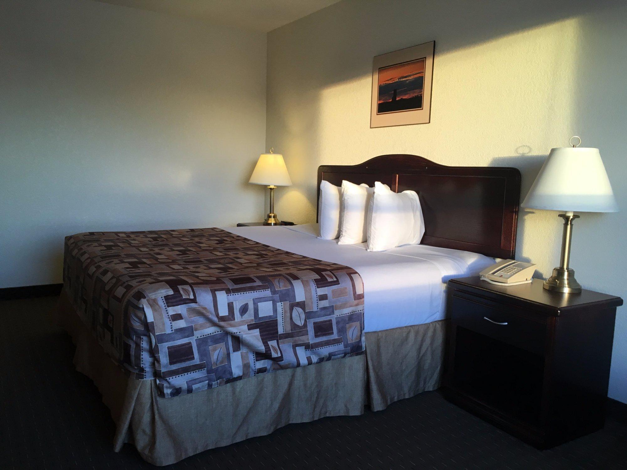 Prairie Moon Inn & Suites