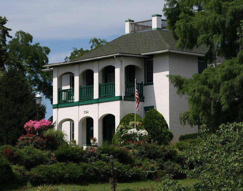 Cliff Manor Inn