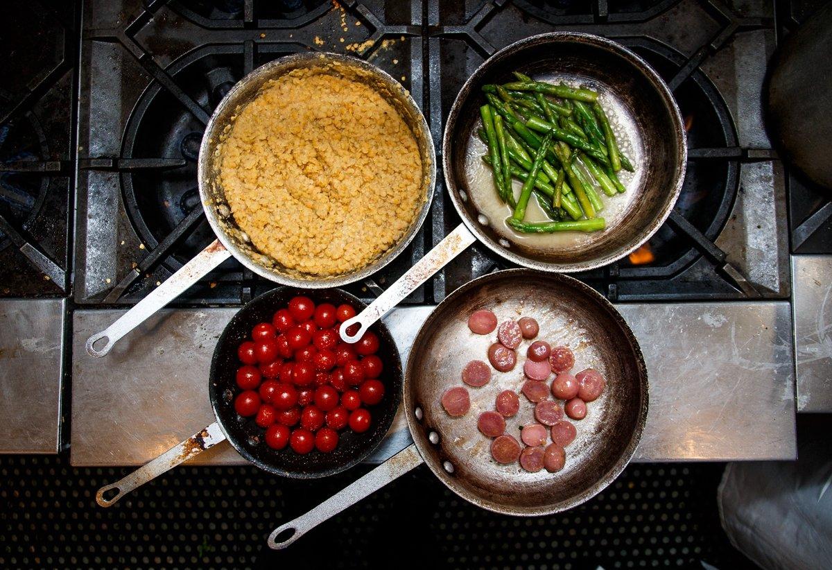 Epic toronto centro oeste fotos n mero de tel fono y for 416 americana cuisine