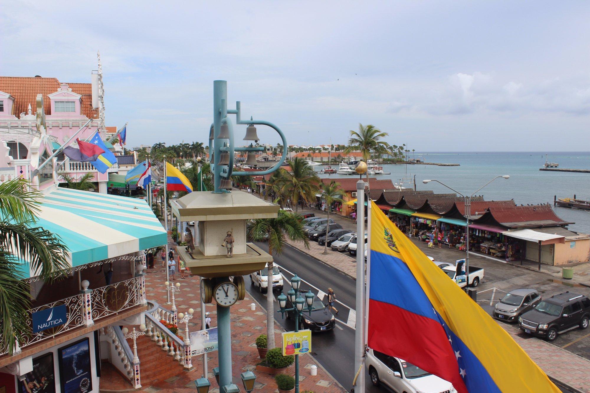 Imagen tomada desde la Plaza Royal de Oranjestad