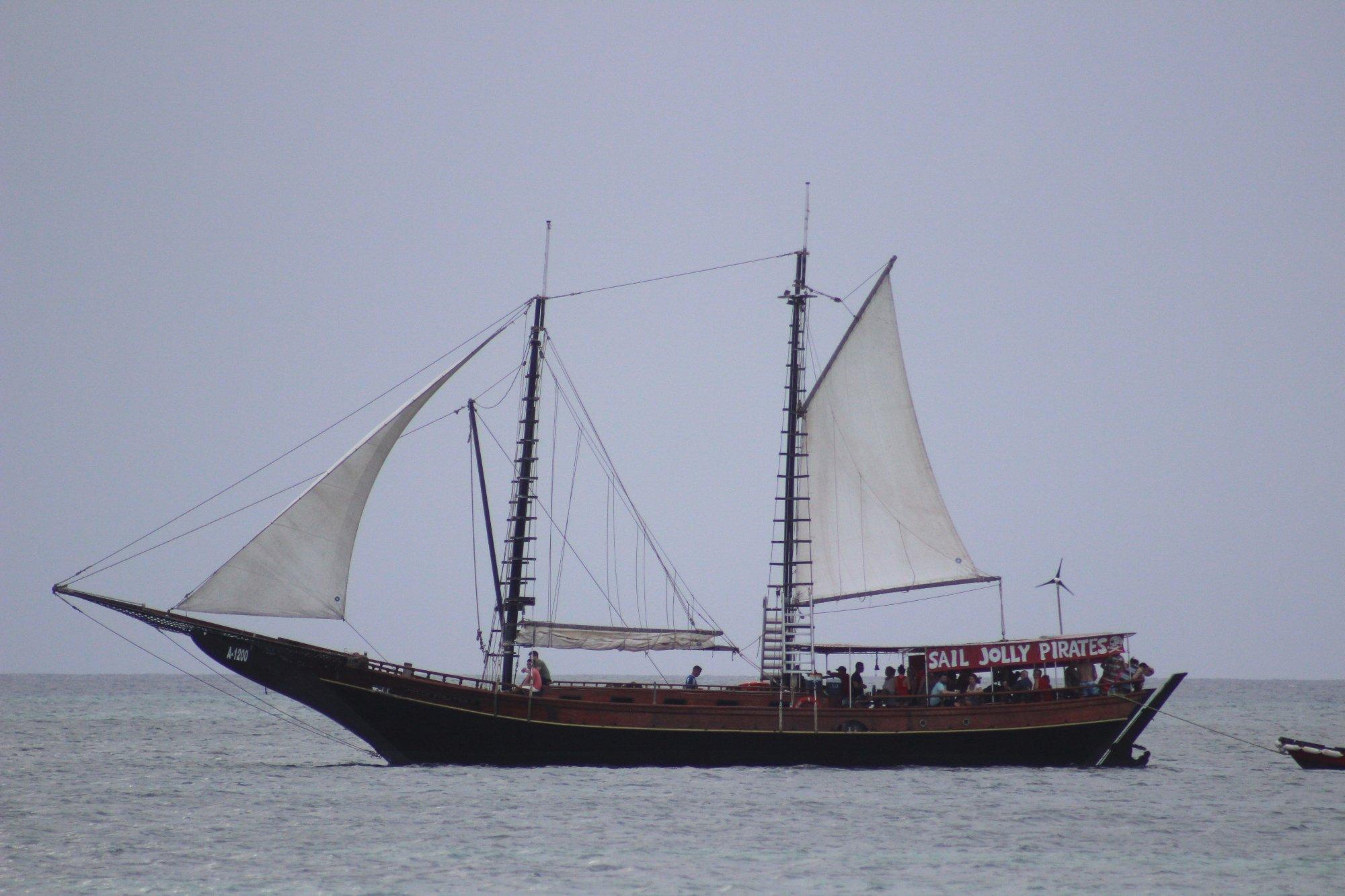 Barco para hacer paseos en el mar, tambien para bucear