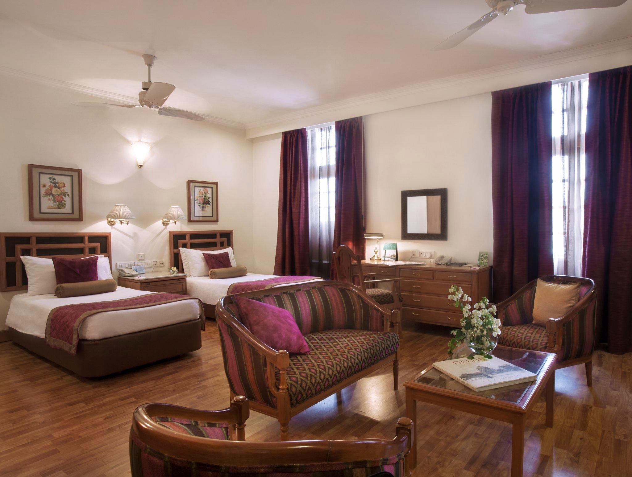 ジ アンバサダー ホテル