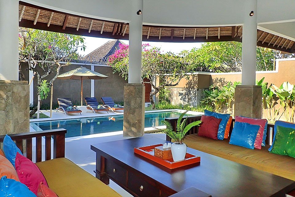 Mutiara bali boutique resort villas seminyak for Living room c o maidstone