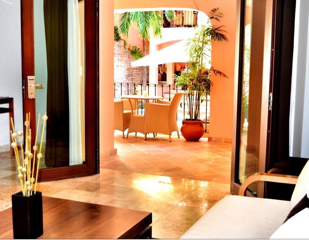 Acanto Condo Hotel & Vacation Rentals