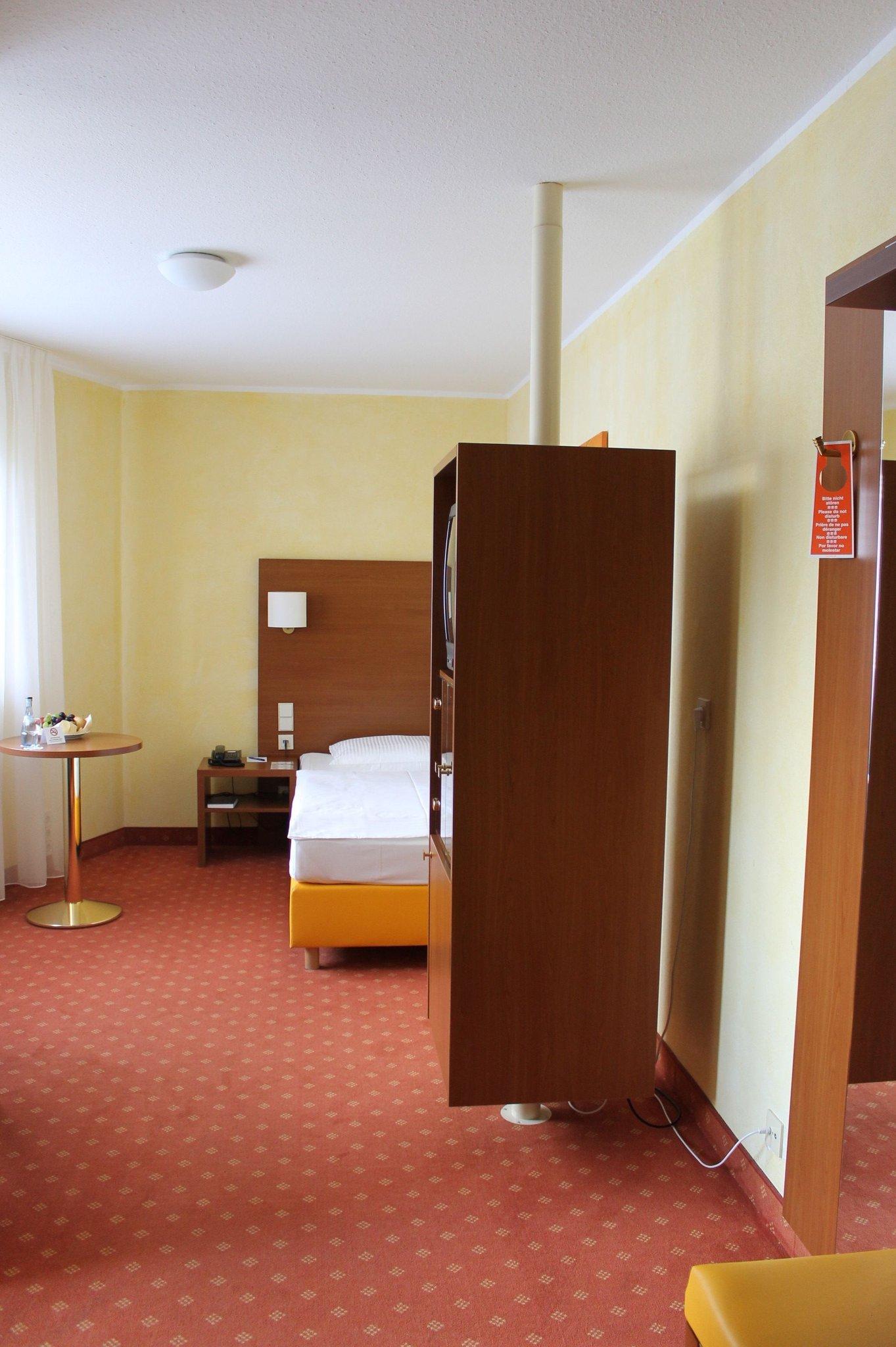 Rega Hotel Stuttgart - UPDATED 2016 Reviews, Pictures & Price ...
