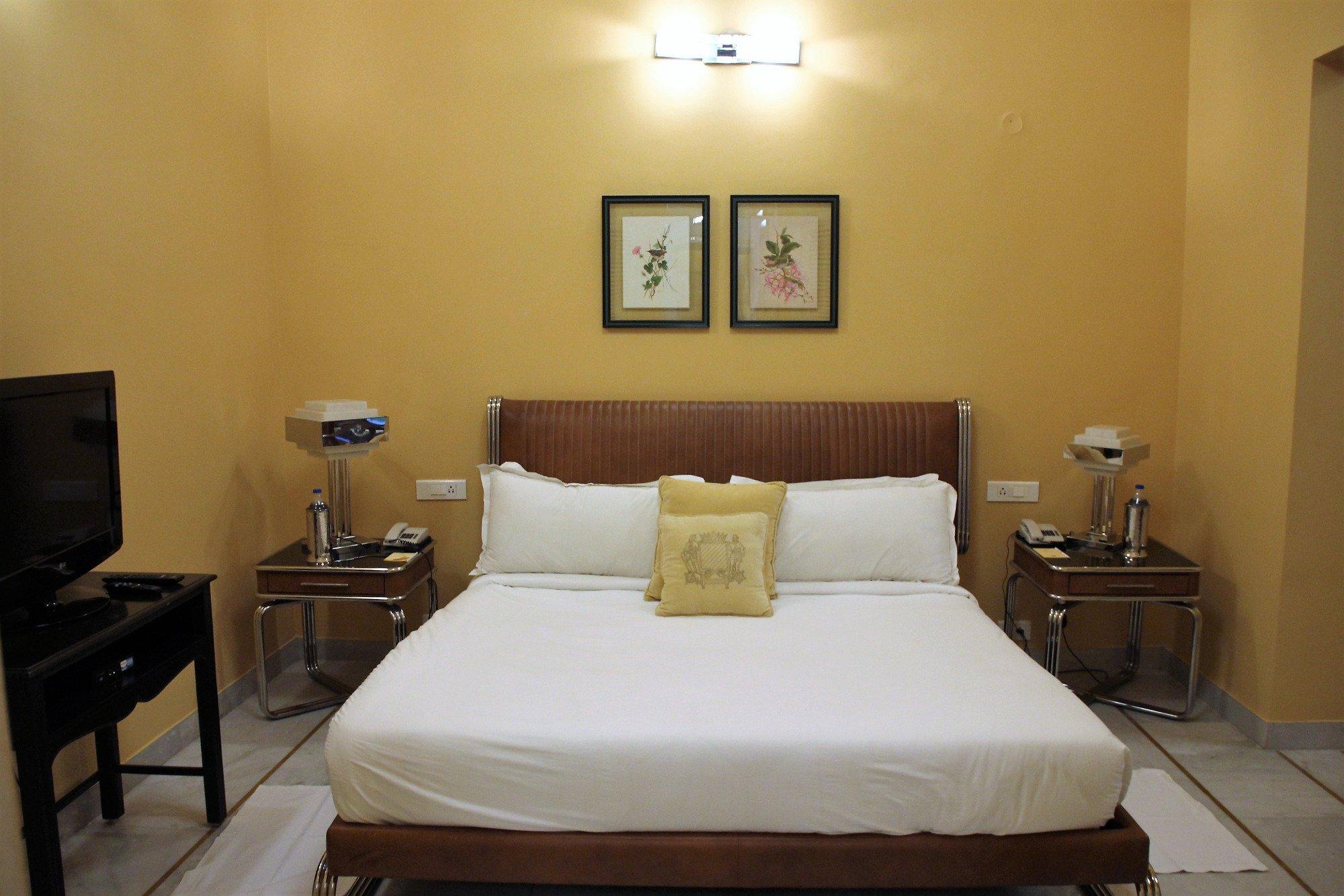 Hotel Raj Niwas Palace
