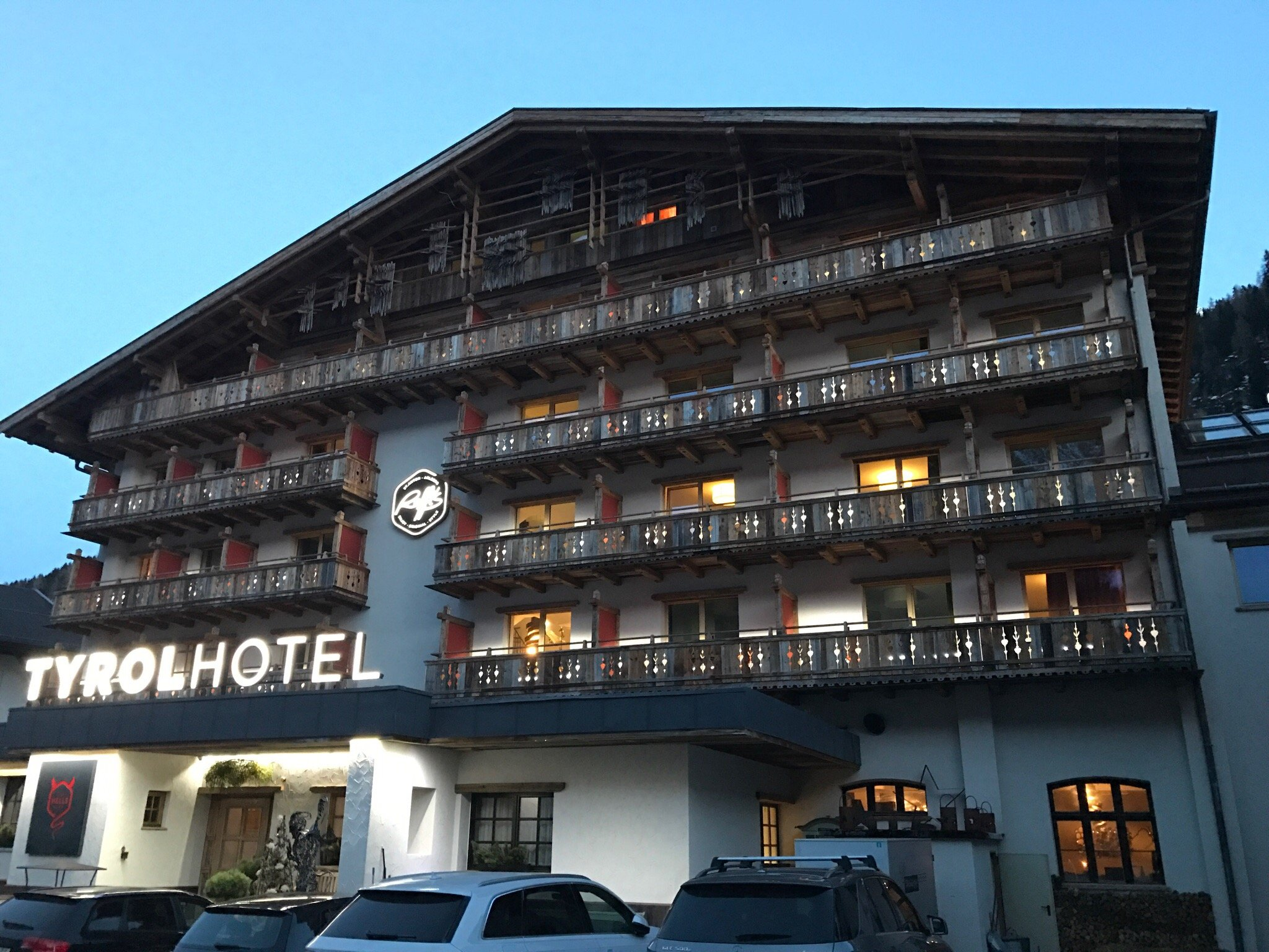 "Raffl""s Tyrol Hotel"