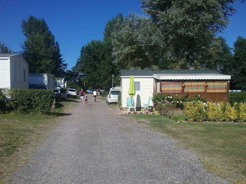 Camping les nysades mirepoix france voir les tarifs for Auberge l autre jardin