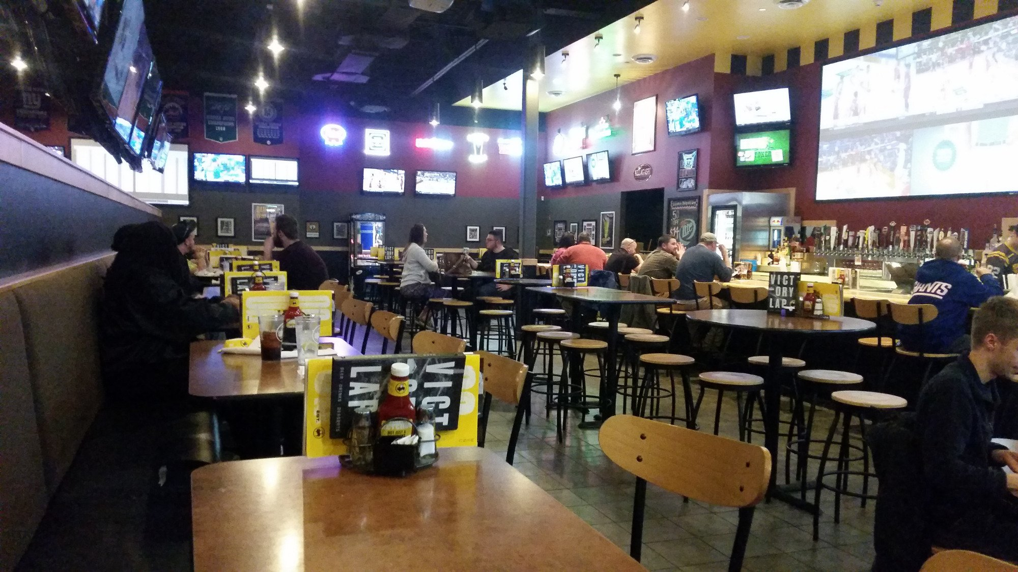 buffalo wild wings north haven restaurant reviews phone number