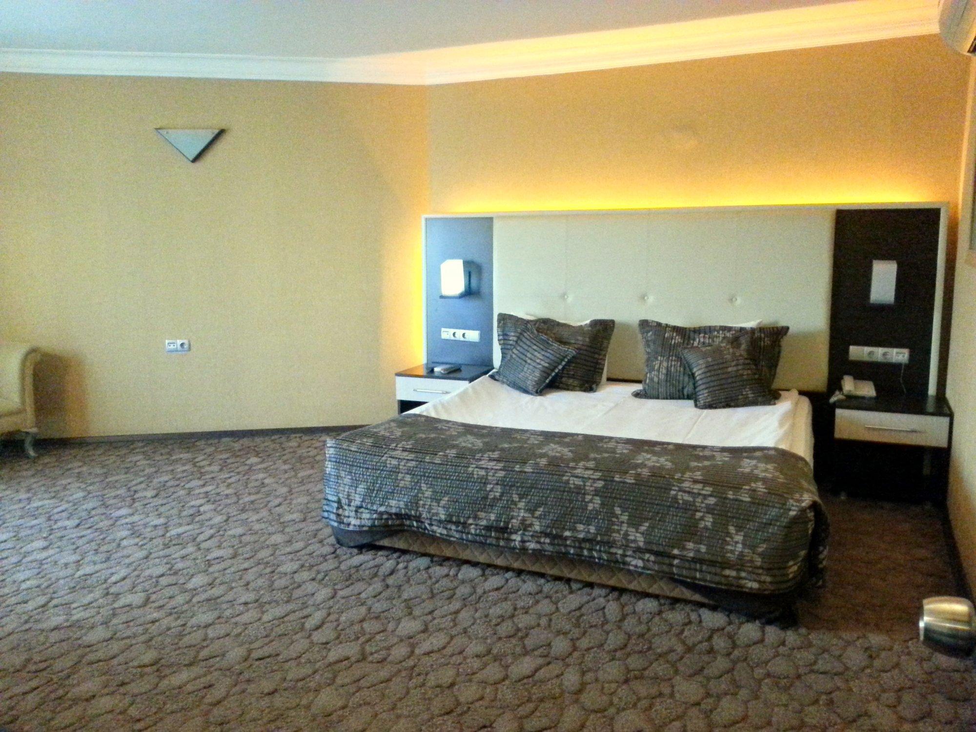 Otel İsmira