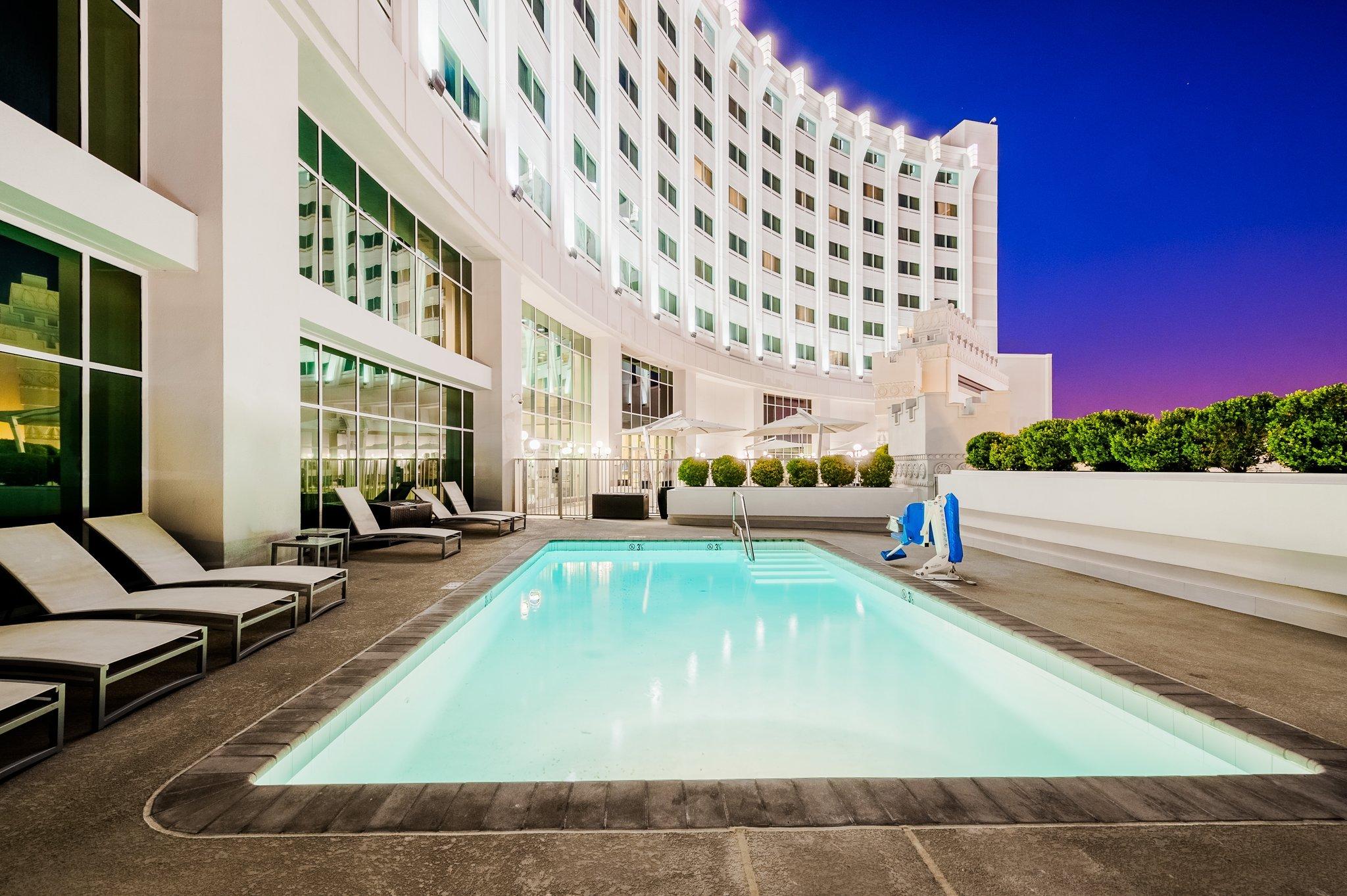 洛杉磯科默爾斯賭場皇冠假日酒店
