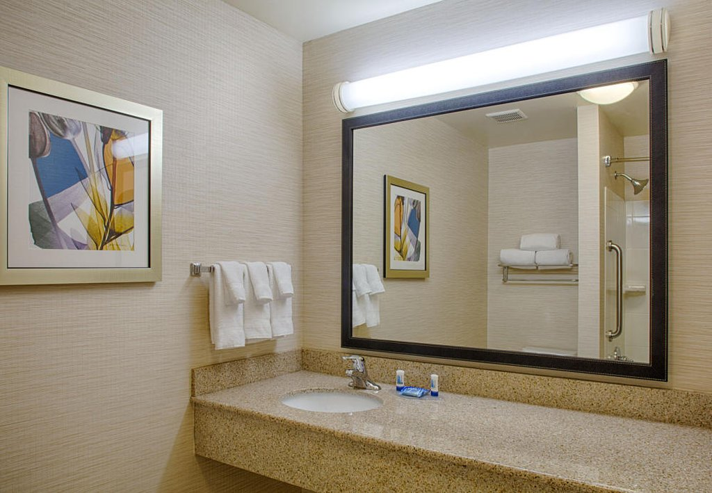 Fairfield Inn Suites Atlanta Mcdonough Ga Omd Men