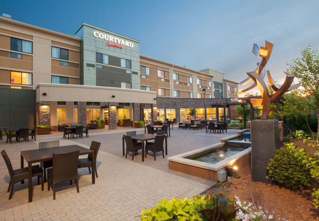 Courtyard Mankato