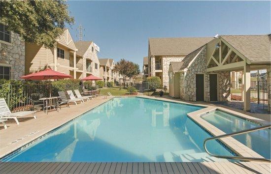 Navona Live Oak Hotel