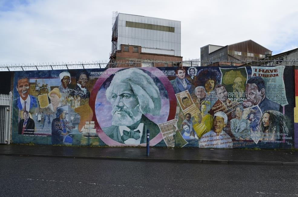 Murals of west belfast all you need to know before you for Belfast mural tours