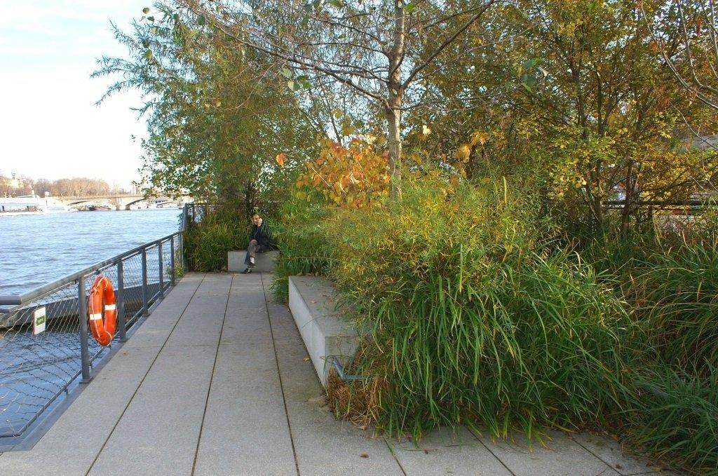 Jardin flottant niki de saint phalle paris aktuelle for Jardin flottant
