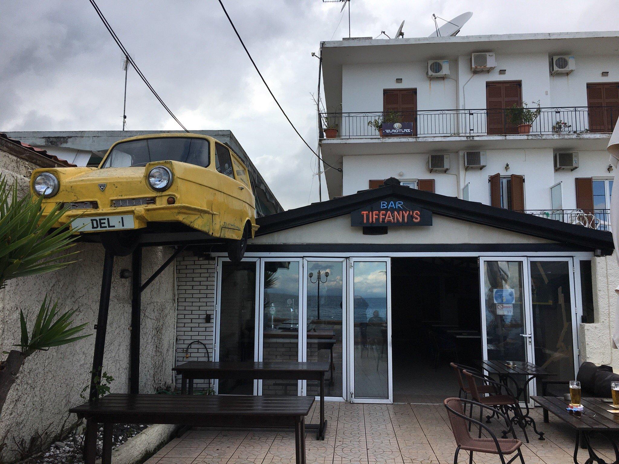 Tiffanys Bar