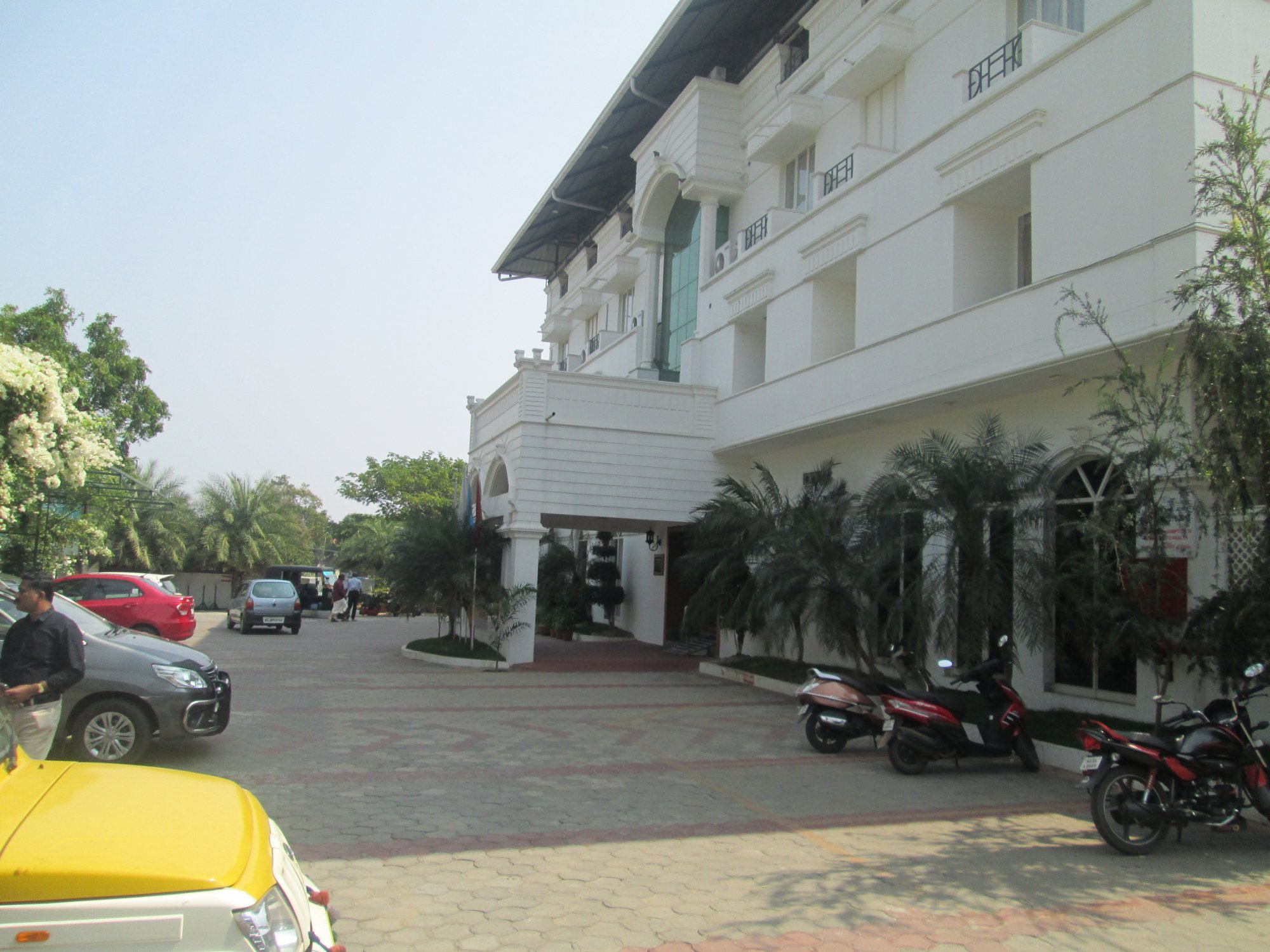Paray Village County Hotel