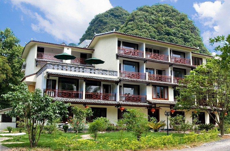 Snow Lion Riverside Resort