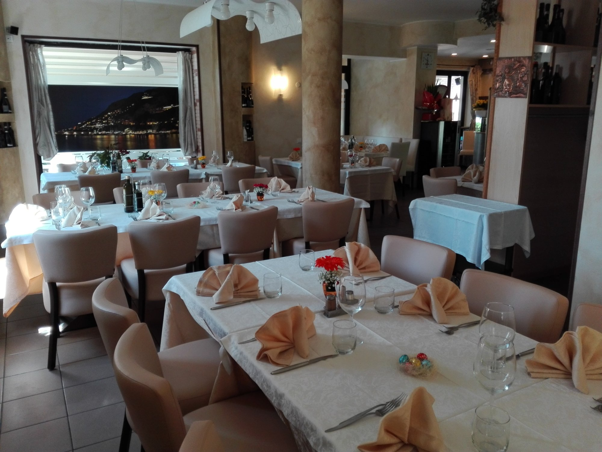 Things To Do in Neapolitan, Restaurants in Neapolitan