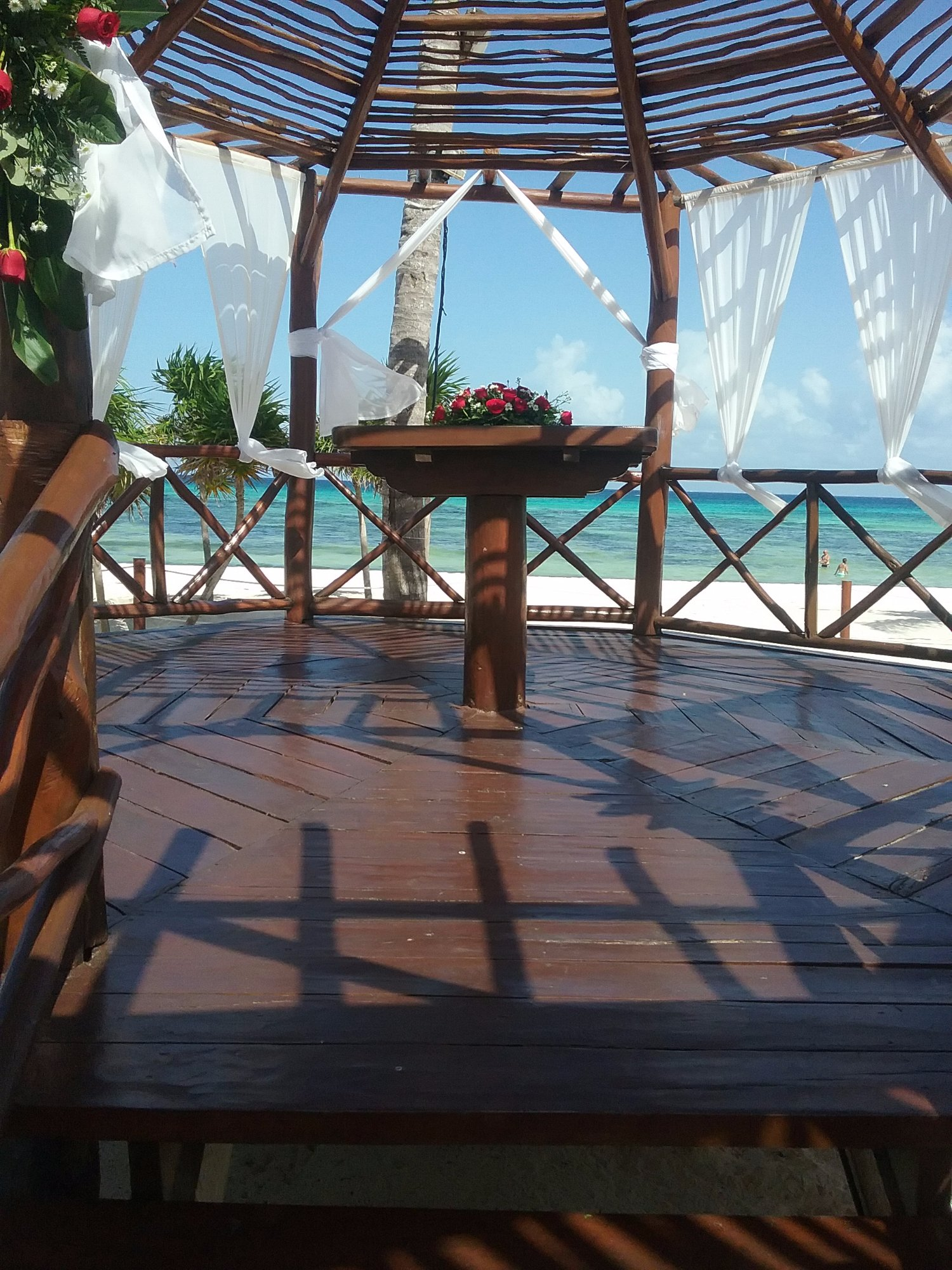 The wedding altar in the beach area