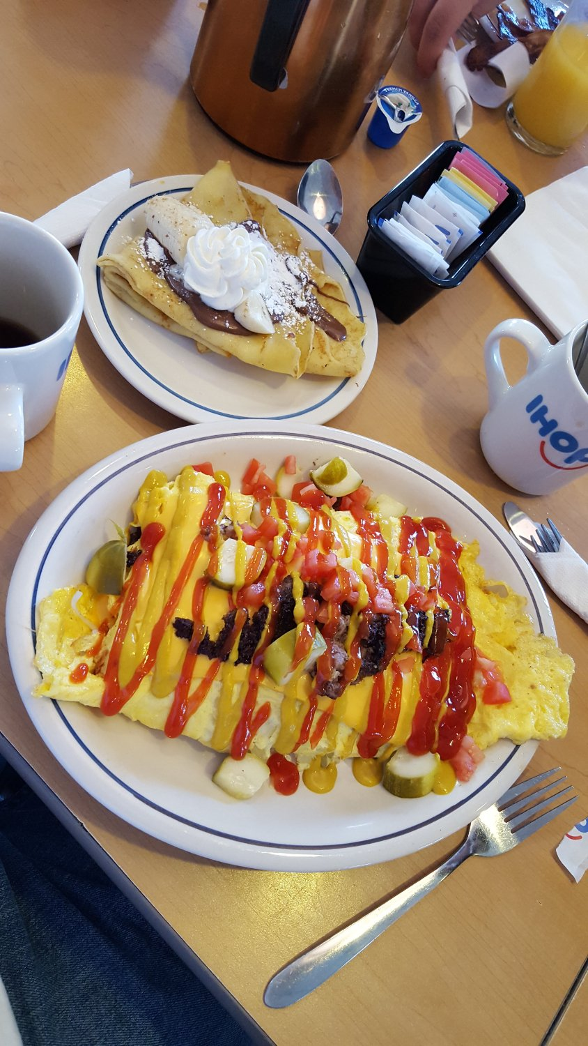 Cheeseburger omelette and nutella crepes - delicious!