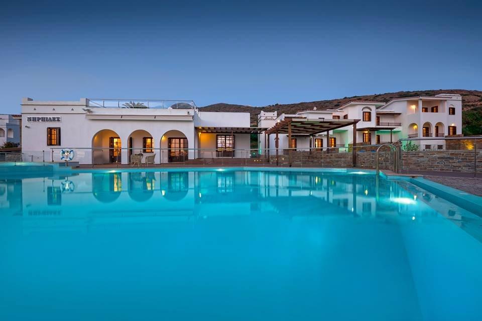 Niriides Apartments & Suites