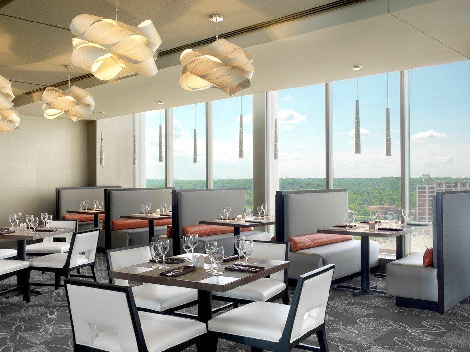 10 Restaurants Near Doubletree By Hilton Hotel Cedar Rapids