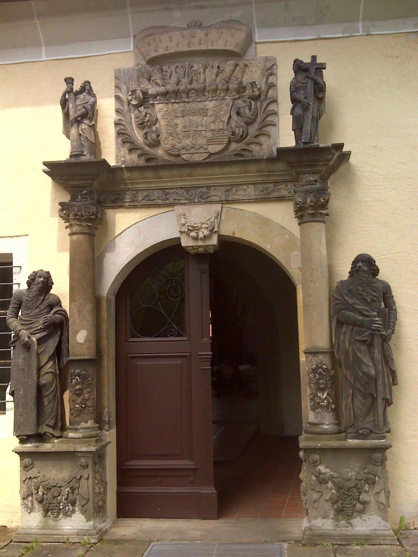 Puerta de acceso.