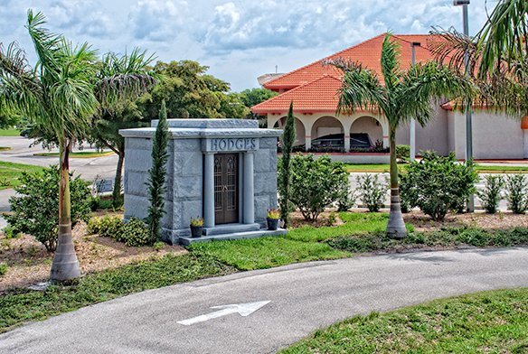 Superior Naples Memorial Gardens Cemetery
