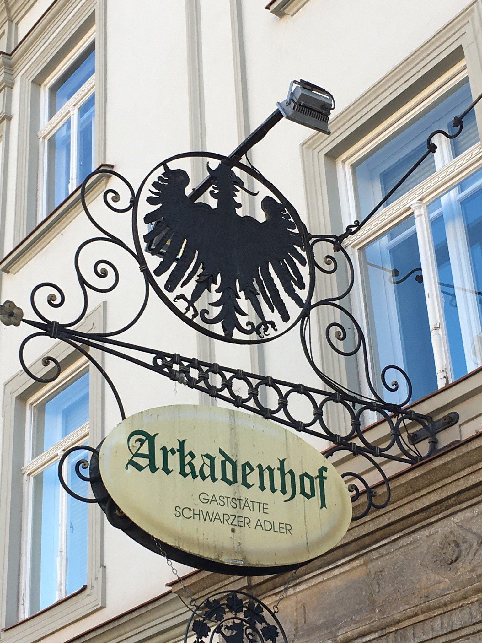 arkadenhof gastst tte schwarzer adler leoben restaurant. Black Bedroom Furniture Sets. Home Design Ideas