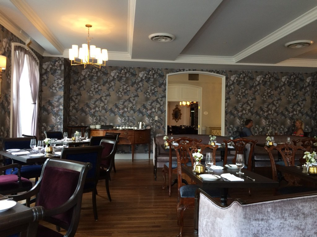 The terrace room at the williamsburg inn restaurant for Hotels on the terrace
