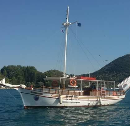 Papanikolis Boat Cruises