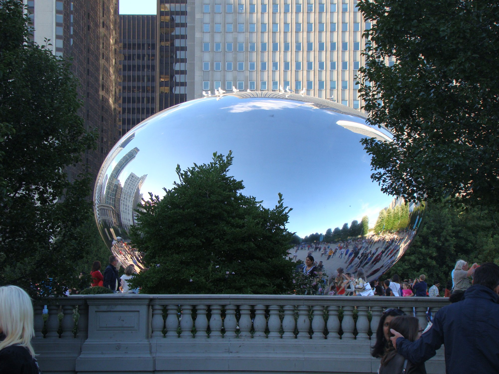 Chicago has its own grandeur! The picture depicts the Reflection of the city & people beautifull