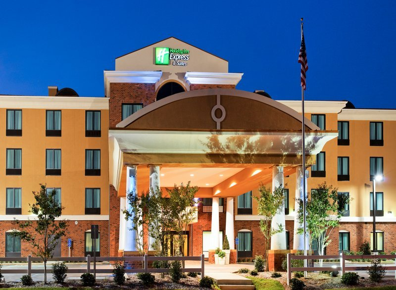 Holiday inn express hotel suites gulf shores al for Fish river grill gulf shores