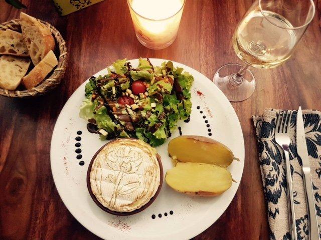 Restaurant l 39 atelier dans sommieres avec cuisine brasserie for Atelier de cuisine gastronomique