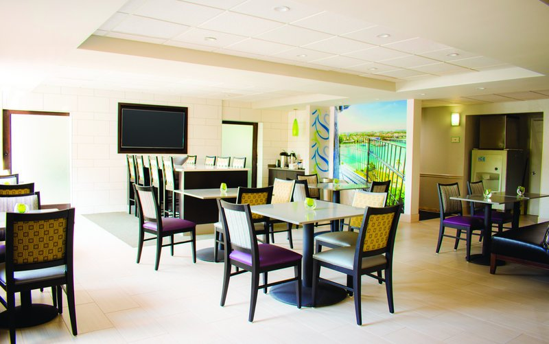 La quinta inn jupiter updated 2017 prices hotel for A suite salon jupiter