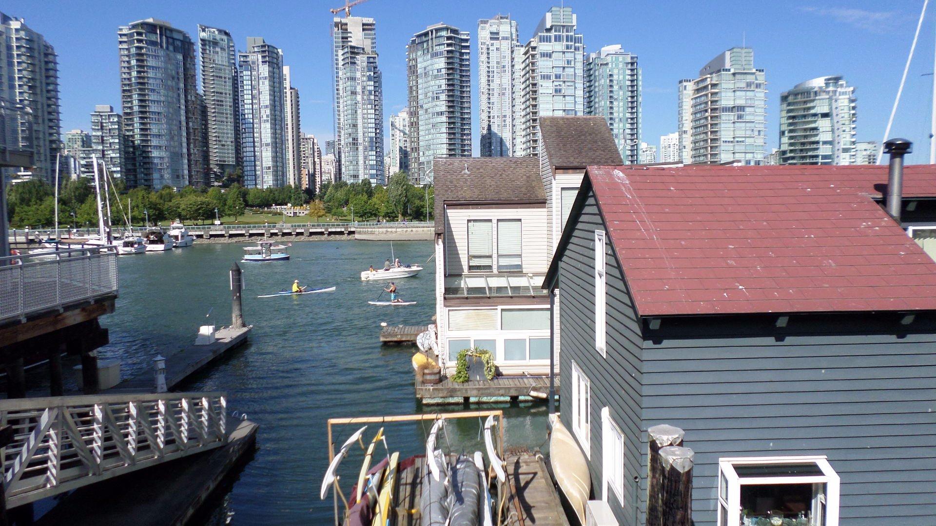Vancouver vue du quartier de Grandville avec au prmier plan des houses boats