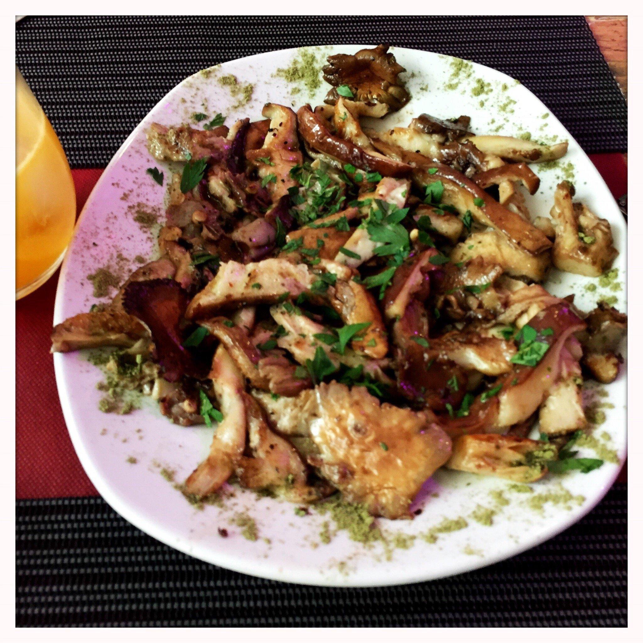 Things To Do in Lebanese, Restaurants in Lebanese